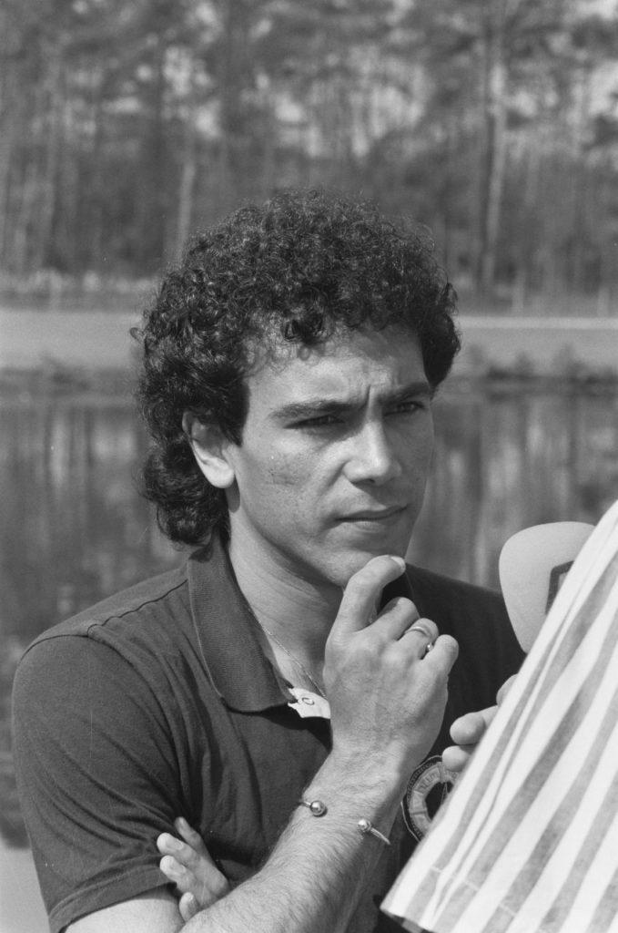 سانشيز - قصة حياة هوغو سانشيز الأسطورة المكسيكية في ملاعب كرة القدم